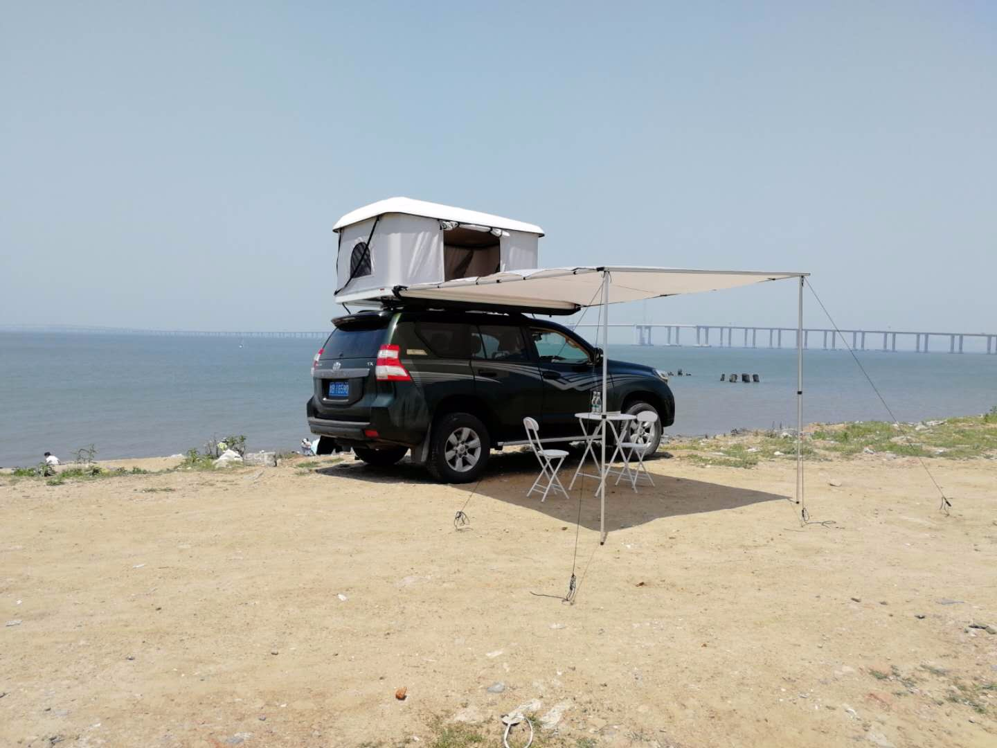 Hard Shell Roof Top Tent HR125